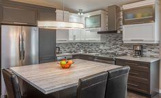 Les Cuisines Linda Goulet / Ventes et installations d'armoires de cuisines Kitchen And Kitchenette, Split Level Kitchen, Fixer Upper Kitchen, American Kitchen, Interior Decorating, Interior Design, Cuisines Design, Sweet Home, New Homes