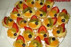 Mini tarte cu budinca si fructe - Culinar.ro