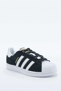 adidas Originals Superstar Trainers in Black and White - Urban Outfitters 5559e7357