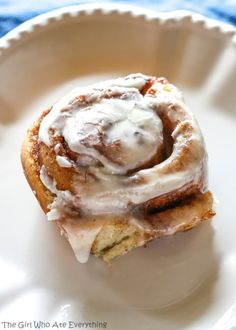 Cinnabon Copycat – Our Christmas Morning Breakfast These Cinnabon Cinnamon Rolls Copycat are one of my favorite recipes of all time! I could eat a whole pan (and sometimes do)! These Cinnabon Cinnamon Rolls Copycat are as close as it ge Copycat Cinnabon Recipe, Copycat Recipes, My Favorite Food, Favorite Recipes, Cinnabon Cinnamon Rolls, Savory Breakfast, Breakfast Recipes, Breakfast Ideas, Dessert Recipes