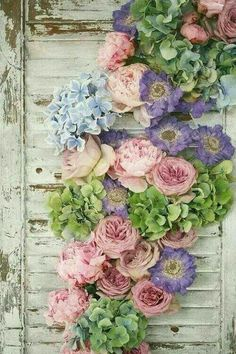 Astounding Tips: Shabby Chic Vanity Table shabby chic apartment to get.Shabby Chic Apartment To Get vintage shabby chic flowers.Shabby Chic Painting Old Windows. Flores Shabby Chic, Shabby Chic Flowers, My Flower, Beautiful Flowers, Pastel Flowers, Silk Flowers, Spring Flowers, Pretty Roses, Flower Wall