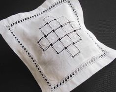Drawn thread work on scent sachet ~~Bolsa Aromática de hilo Cuadros de Vainica Drawn Thread, Thread Work, Scented Sachets, Embroidered Bag, Cross Stitch Patterns, Embroidery, Sewing, Crafts, Antique Lace