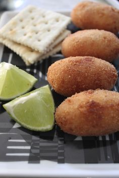 croquetas de jamon Serrano, aka ham croquettes, should always be sprinkled with lime juice. Cuban Dishes, Food Dishes, Antipasto, Cuban Breakfast, Kitchen Recipes, Cooking Recipes, Cooking 101, Cuban Bread, Cuban Cuisine