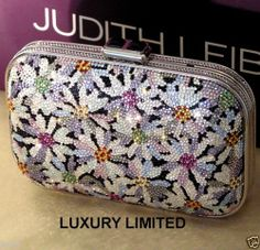 JUDITH LEIBER VINTAGE CRYSTAL DAISIES MINAUDIERE HANDBAG + COMB ~ BRILLIANT!! Beaded Clutch, Beaded Purses, Beaded Bags, Evening Clutches, Evening Bags, Judith Leiber, Vintage Purses, Clutch Bags, Luxury Bags