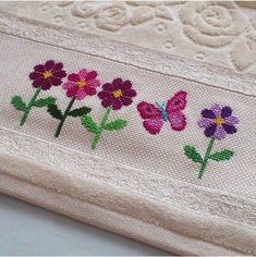 Etamin Needle Lace, Bargello, Embroidery Designs, Hand Embroidery, Cross Stitch Embroidery, Just Cross Stitch, Cross Stitch Flowers, Cross Stitch Samplers, Cross Stitching