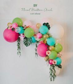 Hoy en el blog un tutorial muy colorido para decorar el marco de la ceremonia! http://www.unabodaoriginal.es/blog/donde-como-y-cuando/decoracion/diy-arco-con-flores-y-globos