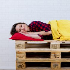 Easy pallet ideas you wood like to try. 🤗 - Easy pallet ideas you wood like to try. 🤗 Easy pallet ideas you wood like to try. Pallet Furniture Easy, Diy Furniture Videos, Wooden Pallet Projects, Pallet Crafts, Diy Home Crafts, Pallet Home Decor, Furniture Legs, Barbie Furniture, Pallet Ideas Bedroom