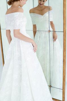 Carolina Herrera Bridal, Carolina Herrera Dresses, Wedding Goals, Dream Wedding, Wedding Ideas, Got Married, Getting Married, Beautiful Gowns, Bridal Collection