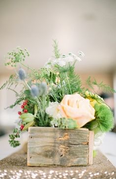 Simple #rustic flower box centerpieces (Photo by Ever & Anon Photography via Magnolia Rouge)