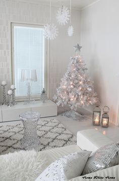 Lovely White Christmas Theme Bedroom Decoration Ideas - Wake up to a room loaded with seasonal joy with the ideal Christmas Themed Bedroom. On the off chance that you are a long way from being the old Grinc. Elegant Christmas Trees, Silver Christmas Decorations, White Christmas Trees, Christmas Themes, Holiday Decor, Bedroom Themes, Bedroom Decor, Christmas Bedroom, Kartell