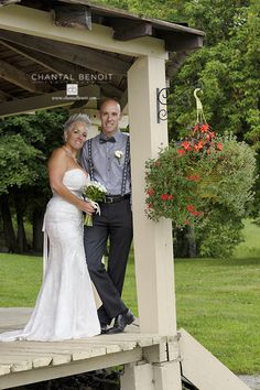 Rustic house wedding pictures of bride and groom