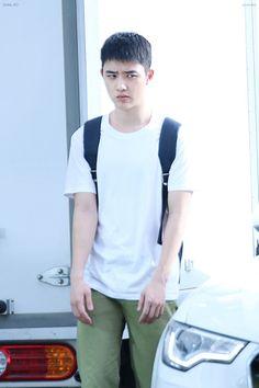 lol exo funny joke d.o kyungsoo funny meme Kyungsoo, Funny Baby Jokes, Funny Babies, Exo Memes Funny, Chansoo, Chanbaek, Exo Lockscreen, A Guy Like You, Kim Minseok