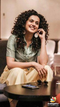 Bollywood Photos, Bollywood Girls, Beautiful Bollywood Actress, Beautiful Actresses, Frizzy Curls, Taapsee Pannu, Blouse Designs Silk, Baddie Tips, Tamil Actress Photos