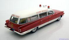 Strassen-Fahrzeuge BoS 1:18 Buick Flexible Premier Notarzt 1960 rot/weiß www.modelissimo.de