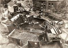 Ravage treinongeluk 1949, de kolen liggen overal voor het oprapen Holland, City Photo, Asd, Pictures, The Nederlands, The Netherlands, Netherlands