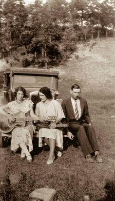 The Carter Family. Maybelle, Sara, and A. Old country music. Little Log Cabin By the Sea, Will the Circle Be Unbroken, Rocky Top Tennessee Country Music Stars, Old Country Music, Country Music Singers, Folk Musik, Rock And Roll, Johnny And June, Johnny Cash, June Carter Cash, Americana Music