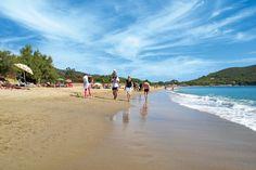 Die Insel Elba schrumpft die Toskana quasi auf Taschenformat. Aber braucht man wirklich mehr, um für ein, zwei Urlaubswochen glücklich zu sein? Auf den Campingplätzen kann man faulenzen. Camper, Places To Go, Road Trip, Beach, Travel, Outdoor, Ideas, Sardinia, Tuscany