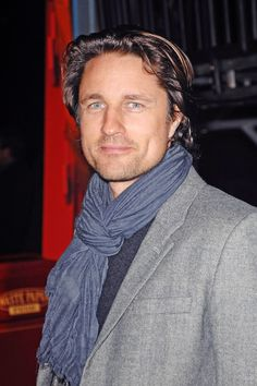 While many Grey's Anatomy fans may believe there is no way to fill the hole left by Patrick Dempsey, this hunk could come close.  Martin Henderson—who starred in the ABC dramas Secrets & Lies and Off the Map—has been cast in the medical drama. The New Zealand-born actor will play a surgeon and is expected to show up in the drama's 12th season premiere on Sept. 24, TVLine reports.