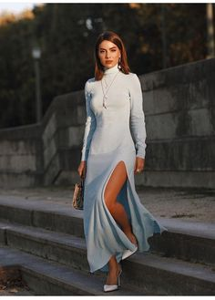 Street Style: los mejores looks de Camila Coelho en el PFW Modest Maxi Dress, Maxi Dress With Slit, Dresses With Sleeves, Look Camila Coelho, Look Fashion, Fashion Outfits, Fashion Trends, High Fashion Looks, Moda Paris