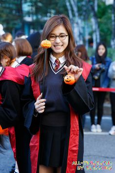 TZUYU in Harry Potter costume