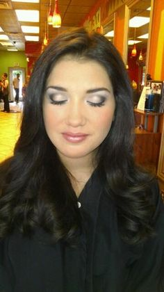 This eye makeup look would be great<3 maybe with lighter colors for a natural pageant