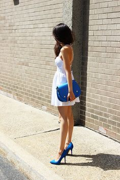 little white dress and a pop color Spring//Summer Vogue Fashion, Fashion Beauty, Girl Fashion, Fashion Looks, Fashion Women, Pinterest Fashion, Little White Dresses, Color Pop, Colour