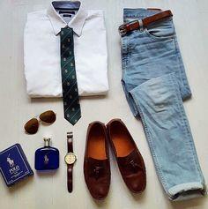 Klassische Krawatte modern kombiniert