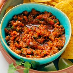 Best Red Salsa (Ready in 10 Minutes) This incredible red salsa recipe offers fresh, authentic Mexican salsa flavor. It's so easy to make, too—you'll need only 6 ingredients and 10 minutes. Authentic Mexican Recipes, Mexican Salsa Recipes, Vegetarian Mexican Recipes, Healthy Recipes, Hawaiian Recipes, Vegan Vegetarian, Texas Chili, Red Salsa Recipe, Maggi Recipes