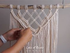 DIY Macrame Tutorial - Intermediate Wall Hanging Part 1 macramé Macrame Design, Macrame Art, Macrame Projects, Micro Macrame, Macrame Wall Hanging Patterns, Large Macrame Wall Hanging, Diy Hanging, Macrame Wall Hanger, Wall Hanging Decor