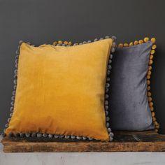 Square Pillow With Pom Poms, Set of 2