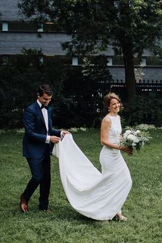 Garden frolicking cuteness from this city-chic couple | Image by Eleanor Dobbins