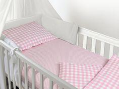 Spannbetttuch für Kinder - kindgerechtes Design mit Punkten im Alloverdesign - erhältlich in 4 Farben kombiniert mit Weiß und in 3 Größen - ideal geeignet für Standard-, Baby- & Kinderbettmatratzen
