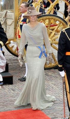 An elegant look CP Maxima wore for opening of Dutch Parliment.
