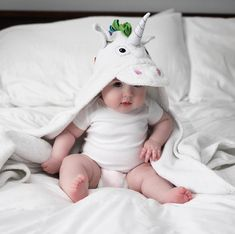 That's such a serious face for a baby unicorn Pic via Similiar… Cute Kids Pics, Cute Baby Girl Pictures, Baby Girl Images, Baby Boy Photos, Cool Baby, Cute Little Baby Girl, Baby Kind, Baby Swag, Chubby Babies