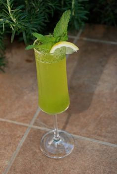 Limoncello Champagne Cocktails with Mint