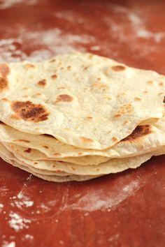 Tortilla przepis na elastyczne i chrupiące ciasto – WegePrzepis Oreo, Tortilla, Guacamole, Vegan Vegetarian, Food And Drink, Pizza, Menu, Cooking, Healthy