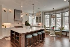Dining Room, Traditional Breakfast Nook Ideas Combined With Elegant Kitchen Design And White Kitchen Cabinet: Breakfast Nook Decorating Ideas for Small House