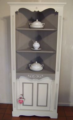 Corner cabinet, Annie Sloan, Old Ochre(cream) & French Linen,Shabby Chic, Pine. www.vintagerenovations.co.uk
