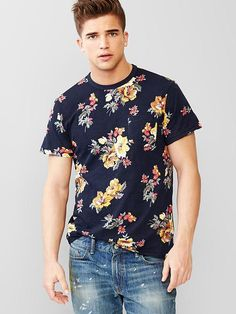 Lived-in floral pocket t-shirt