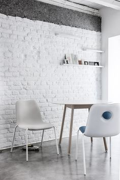 Bcn table designed by Harry Camila + Boum chair designed by Monica Graffeo for Kristalia / Products available on HomeLovers.