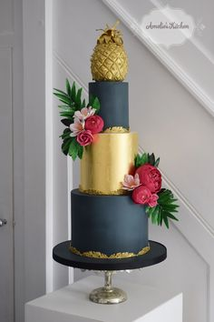Wedding cake design for the 2017 Squires Exhibition inspired by a table lamp with an edible gold pineapple and tropical sugar flowers