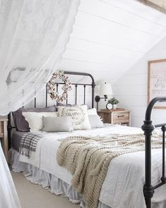 Fall Bedroom + Fall Into Home Tour, Fall Bedroom + Fall Into Home Tour A beautiful farmhouse bedroom decorated with simple touches of fall! A beautiful farmhouse bedroom decorated with s. Cute Teen Bedrooms, Teen Bedroom Designs, Shabby Chic Bedrooms, Bedroom Vintage, Rustic Girls Bedroom, Vintage Beds, Bedroom Simple, Bedroom Girls, Fall Bedroom