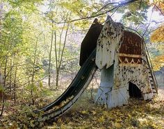 Make an elephant out of cob around a slide! an abandoned elephant slide inside the Chernobyl exclusion zone Abandoned Mansions, Abandoned Buildings, Abandoned Places, Abandoned Theme Parks, Abandoned Amusement Parks, Beaux Villages, Haunted Places, Spooky Places, Ghost Towns
