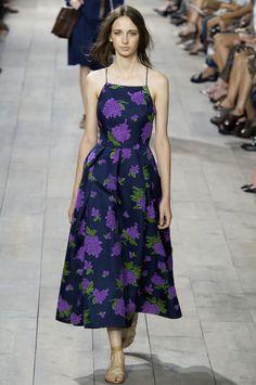 Aprenda de uma maneira bem simples, o passo a passo do traçado do molde deste vestido    Michael Kors    Aproveitando o espírito primaveril...