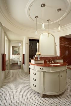 David Heide Design: Masterbath, marble mosaic tile floor - Photo: Susan Gilmore