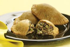 A more healthful variation on the classic Argentinean pastry, these empanadas call for whole-wheat flour and are baked instead of deep-fried. Banana and Black Bean Empanadas, out of 4 based on 4 ratings Vegetarian Times, Vegetarian Recipes, Healthy Recipes, Empanadas Vegetarian, Eggless Recipes, Fast Recipes, Healthy Meals, Vegan Vegetarian, Paleo