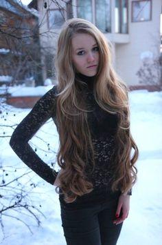 Gorgeous hip length hair!!<3