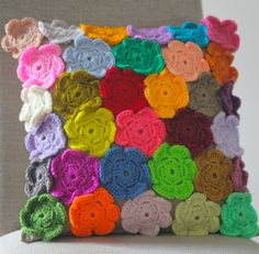 crochet:  free pattern.  field of flowers motif  pattern for cushion.  (use this to make the rug!)