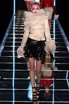 Christian Dior Fall 2003 Ready-to-Wear Fashion Show - Michelle Alves, John Galliano