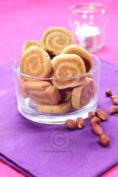 Biscuits roulés à la pâte de cacahuètes Biscuits Au Four, Cereal, Pudding, Baking, Breakfast, Cake, Desserts, Moroccan, Food